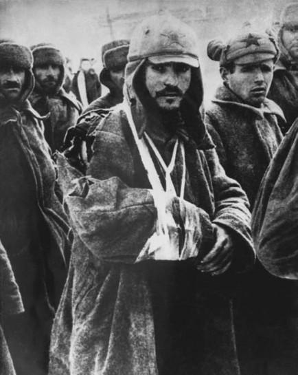 за год войны — к 30 июня 1942 года — Красной Армии удалось взять в плен всего 17.285 солдат и офицеров противника. За тоже время в нацистском плену оказалось, как известно, несколько миллионов советских военнослужащих