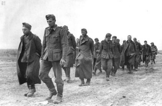 За год войны — к 30 июня 1942 года — Красной Армии удалось взять в плен всего 17.285 солдат и офицеров противника