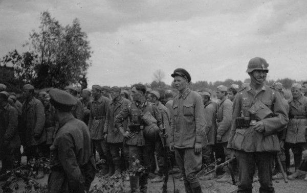 Из 3 миллионов 200 тысяч военнослужащих РККА и РККФ, попавших в плен во время первых шести месяцев Великой Отечественной войны, 60% – а это более двух миллионов человек – были казнены или умерли от голода уже к концу 1941 года