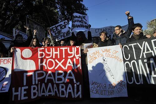 В Киеве прошла студенческая акция протеста с требованием отменить постановление Кабмина №796, узаконивающей платные услуги в вузах