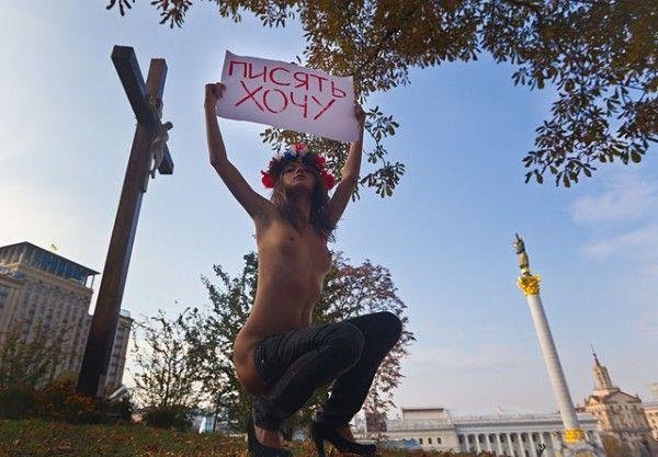 Акция женского движения Femen