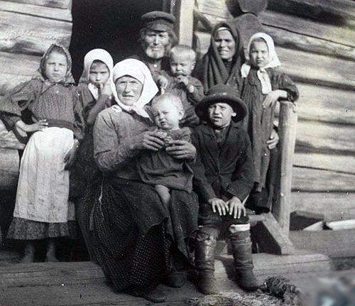 По мере развала многопоколенной семьи пропадало уважение к старшим, а положение стариков вообще стало незавидным, тягостным