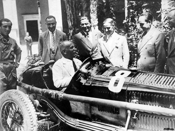 Большой любитель автогонок, Муссолини лично тестировал новые автомобили