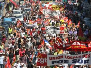 Акции протеста против пенсионной реформы парализовали Францию