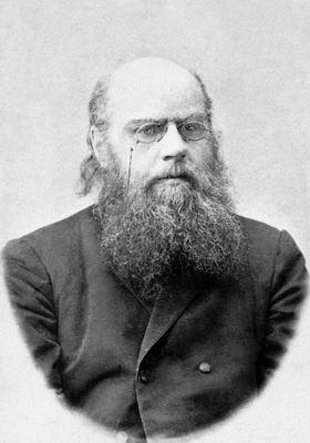 Николай Николаевич Златовратский вопрос о будущем крестьянской общины ставил в зависимость от того, чем кончится «настоящая эпоха»