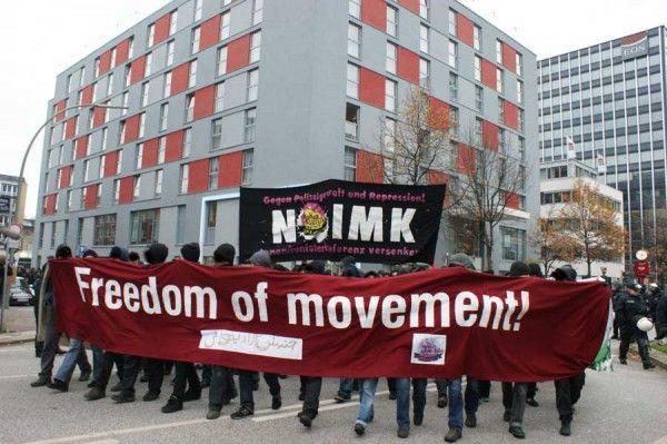 В борьбе против «исламофобии» либеральные власти, в частности, опираются на т.н. антифашистов/ Антирасистская демонстрация в Гамбурге 13 ноября