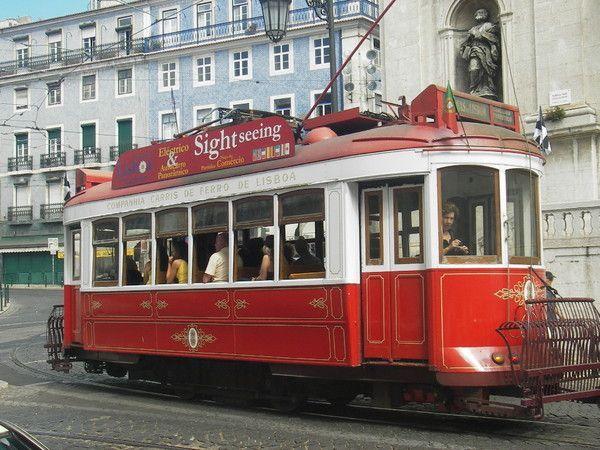 Трамвай в стиле XIX века- неотъемлемая часть Лиссабона