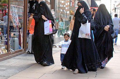 В последнее время исламисты перешли в открытое наступление на жизненные уклад европейцев.