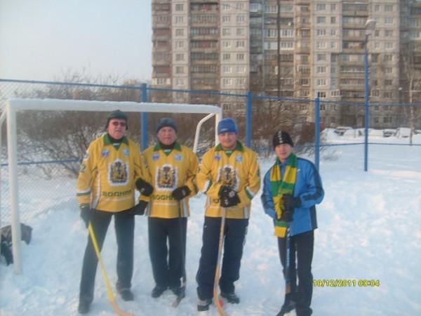 в городе появилась Федерация хоккея с мячом на валенках Санкт-Петербурга и Ленинградской области. Её цель - популяризация хоккея с мячом