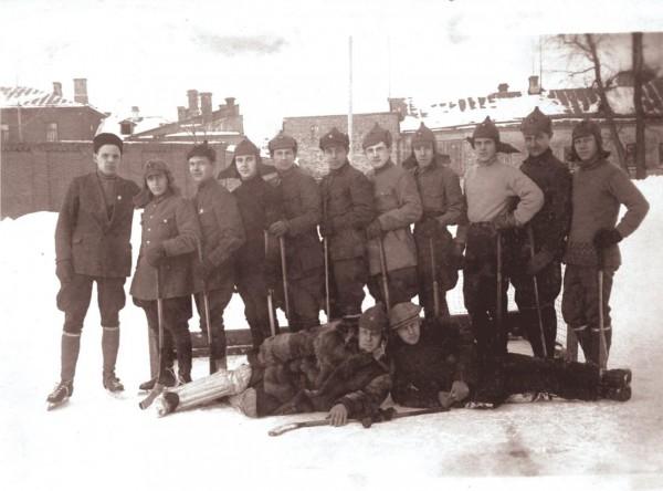 Чемпионат по хоокею с мячом проводился в Петрограде даже во время Гражданской войны