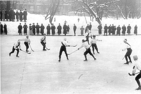 В 1906 году в Санкт-Петербурге была образована хоккейная лига, она взяла на себя организацию ежегодных чемпионатов города. Тон в них задавали команды «Юсуповский сад», «Нарвский кружок хоккеистов» и «Петербургский кружок любителей спорта»
