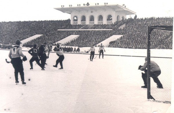 Русский хоккей собирал полные трибуны в Москве и Ленинграде