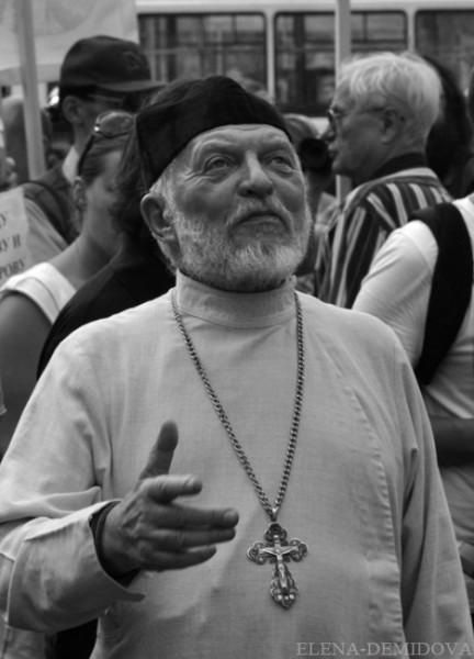 Депутат Верховного Совета РСФСР и Государственной думы в 1993-95 годах Глеб Якунин был лишён сана священника за отказ подчиниться требованию о неучастии православных клириков в парламентских выборах