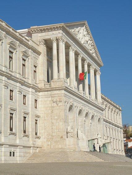 В здании португальского парламента  теперь будет меньше левых
