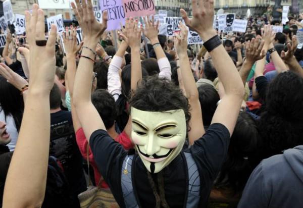 Детям свойственно играть. Взрослые западные дети из богатых семей играют в революционный активизм / На фото6 митинг Indignados