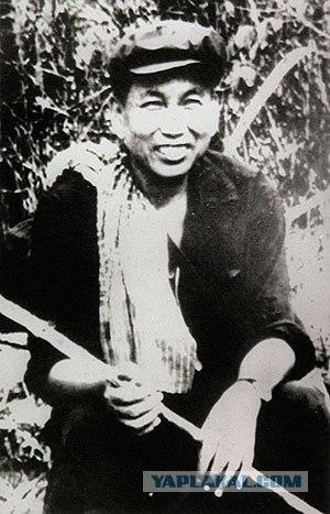 Пол Пот (Салот Сар) во время войны с генералом Лон Нолом