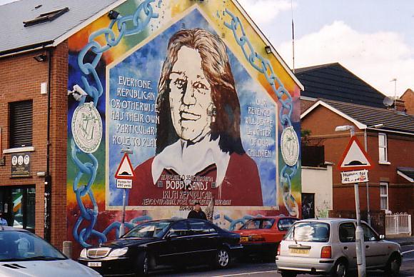 Изображение Бобби Сэндса на одном из домов в Белфасте
