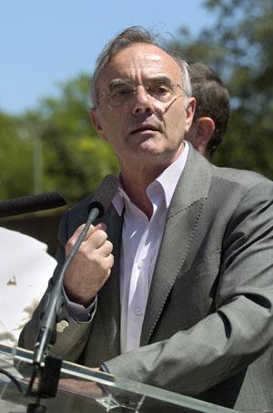 Франсуа Асанси долгое время входил в ФКП, сейчас он участвует в деятельности Федерации за социальную и экологическую альтернативу, непосредственно входящую в Левый фронт