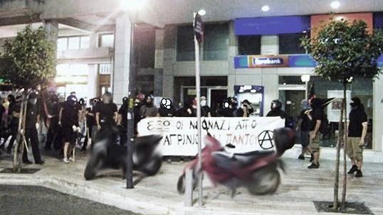 """Греческие анархисты нападают на представительство """"Золотого рассвета"""""""