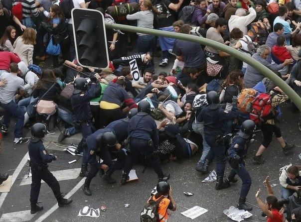 """Жестокий разгон манифестации против """"политики строгости"""" в Мадриде"""