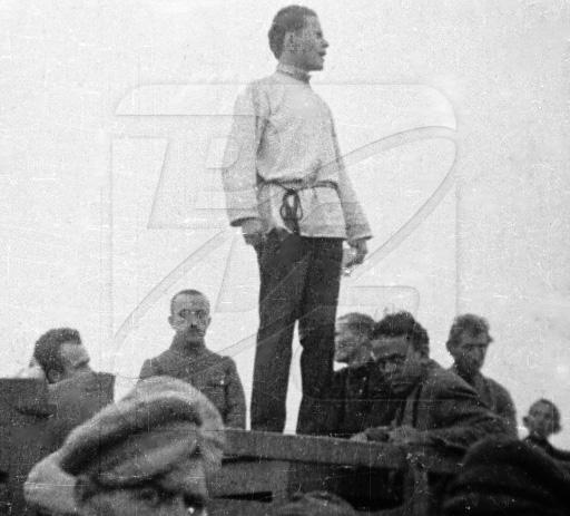 Джон Рид выступает на митинге в революционной России