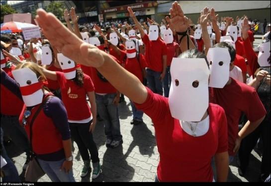 Студенты-краснорубашечники, сторонники Уго Чавеса