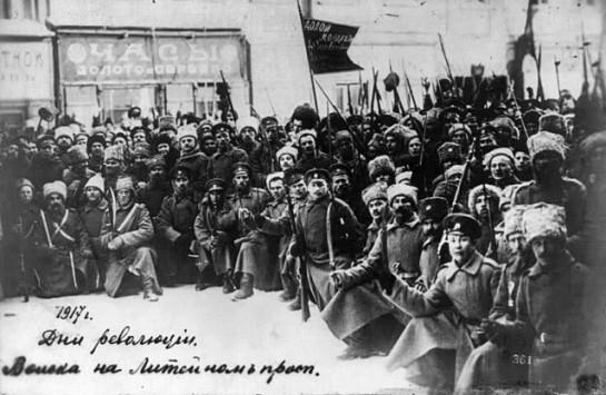 К 3 марта в составе Петроградского Совета насчитывалось до 1300  депутатов, из которых 700 были рабочими представителями. Но к середине марта численность Совета возросла до 3 тысяч человек, из них рабочих было только 800, а 2 тысячи были солдатами