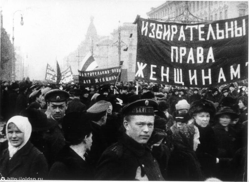 Февральская революция в России предоставила русским женщинам право голоса, а Октябрьская революция закрепила в конституции юридическое равноправие мужчины и женщины