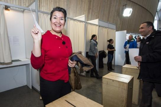 Теперь гренландское автономное правительство возглавит лидер местных социал-демократов 47-летняя Алека Хаммонд, уже работавшая ранее в региональной исполнительной власти в качестве министра юстиции