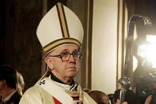 Берголио избран лидером крупнейшей и древнейшей корпорации на Земле, объединяющей миллиард человек. Он взял имя святого Франциска Ассизского, аскета и нестяжателя, радикально изменившего структуру католического монашества