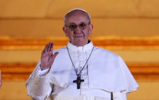 Избранный новым Римским папой, аргентинский кардинал не только молчаливо соглашался с государственным террором аргентинской хунты, но и  активно сотрудничал с властью, ответственной за убийство 30 тысяч человек, многих священников, монахов и монахинь, которые выступали против хунты или работали среди бедных