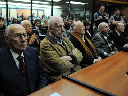 В 2008-м Хорхе Виделу (крайний слева) приговорили к пожизненному заключению, а в июле 2007 года добивали ещё 50 лет заключения за похищения детей...