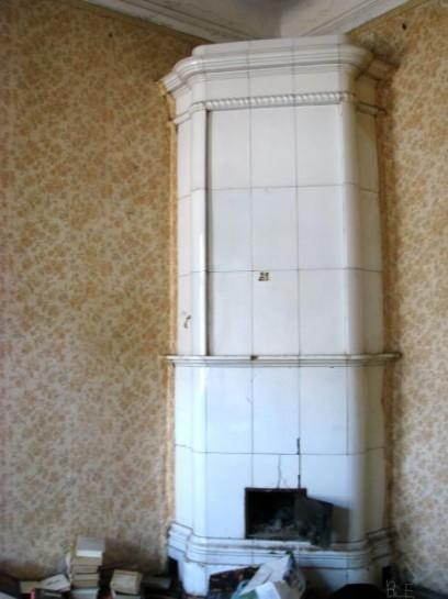 Дом по Дегтярному, 26, имеет богато декорированные ценные интерьеры (печи, лепнина и пр.)