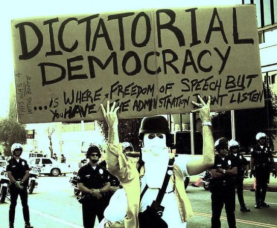 У Демократической партии ничего, кроме риторики, не осталось от прогрессивной повестки. Всё уворовано у республиканцев