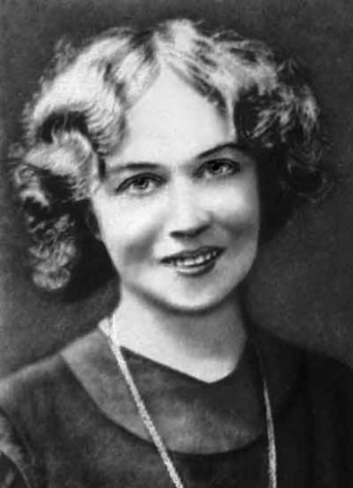 Для того чтобы женщина стала свободной, считала Александра Коллонтай, мало изменить её экономическое, социальное и бытовое положение. Для этого требуется радикальное «перевоспитание психики женщины»