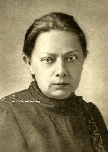 Надежда Крупская, следуя линии Энгельса, Геда, Бебеля и Цеткин, утверждала, что занятость женщин в производстве – прогрессивное явление и что освобождение женщины может произойти только в результате классовой борьбы