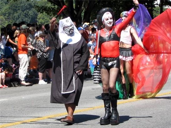 В Большом Ванкувере предоставлены широкие права гей-сообществу, у которого имеется даже «собственная деревня» — Давия. В Ванкувере спокойно проводятся гей-прайды