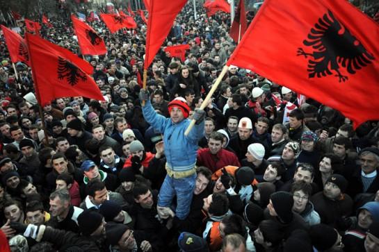 Косовские албанцы надеялись на то, что запад им поможет: создаст рабочие места, примет их в свою семью...