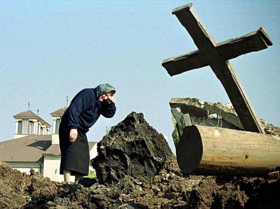 независимость Косово – следствие жестокой этнической чистки. На фото: последствия помбардировки авиацией НАТО сербских сёл под Приштиной