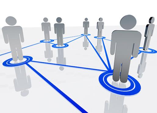 Основатели сетей не изобретают новых идеологий. Их заботит, чтобы платформа было удобна для пользователей и застрахована от технических сбоев. А пользователи уже сами решат, какие затеи продвигать и по каким интересам объединяться