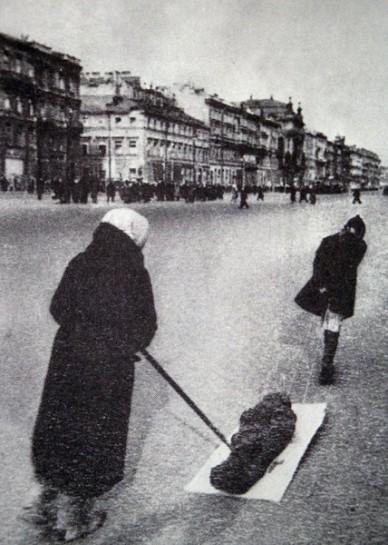 Если понимать под Ленинградом лишь территорию, то его надо было сдать. Ни одна «просто территория» не стоит миллиона человеческих жизней