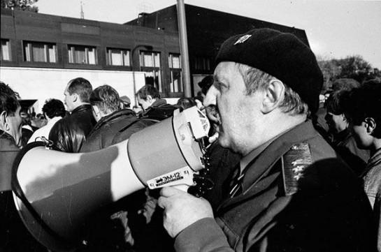 «Отныне не будет ни мэров! Ни пэров! Ни каких других херов!» - заявил генерал Макашов после штурма мэрии Москвы