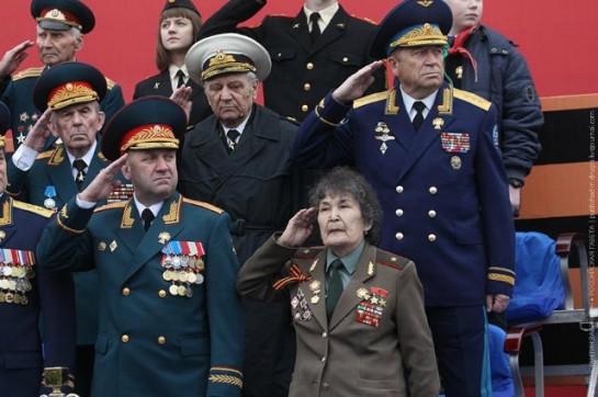 Чем дальше 9 мая 1945 года, тем больше лжеветеранов... женщина 1930 года рождения, которой на момент окончания войны было всего лишь 15 лет, никогда и нигде не воевала, не имеет не то, что генеральского, но даже ефрейторского звания, и, разумеется, никаких подтверждений «звезд Героя» на генеральском мундире тоже не имеет