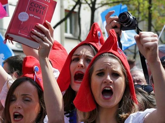"""Участницы """"Французской весны"""" - сетевого движения, которое организовывало акции протеста против закона о брачном равенстве"""