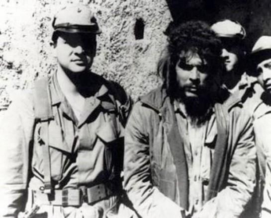 Че попал в плен боливийским правительственным войскам после боя в ложбине Юро 8 октября 1967 года. На следующий день его, раненого, расстреляли «рейнджеры» во главе с сержантом Марио Тераном в селении Ла Игэра