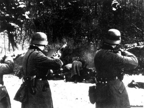 """В 1948 году, после решений Нюрнбергского трибунала, когда правда о преступлениях гитлеризма стала общеизвестной, в статье «О фашизме» Ильин пишет о том, что «фашизм возник как реакция на большевизм, как концентрация государственно-охранительных сил направо. Во время наступления левого хаоса и левого тоталитаризма — это было явлением здоровым, необходимым и неизбежным. Такая концентрация будет осуществляться и впредь"""""""