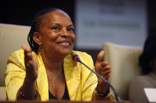 """Масла в огонь подливает тот факт, что закон """"Брак для всех"""" разработала министр юстиции Кристиан Тобира – чернокожая уроженка Французской Гвианы"""