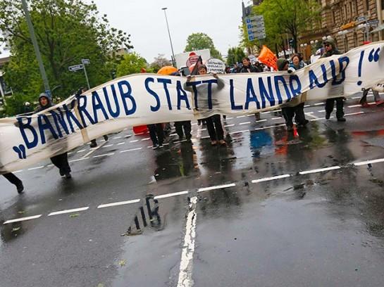 """""""Главной целью блокирования является нарушение нормального функционирования (ЕЦБ)"""", - заявил представитель движения """"Blockupy"""" Мартин Зоммер."""