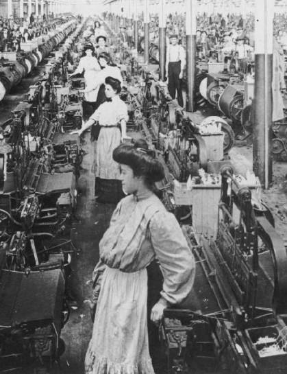 Несмотря на то, что женщинам пришлось испытывать на производстве неимоверные трудности, вовлечение их в индустрию положительно отразилось на человечестве. Мир работы стал тотальным