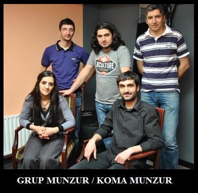 """""""Grup Munzur"""" придерживается «народнической» линии в музыкальном творчестве, предпочитая записывать песни на традиционные турецкие, курдские, армянские мелодии и использовать тексты как анонимных народных авторов, так и известных ашиков"""